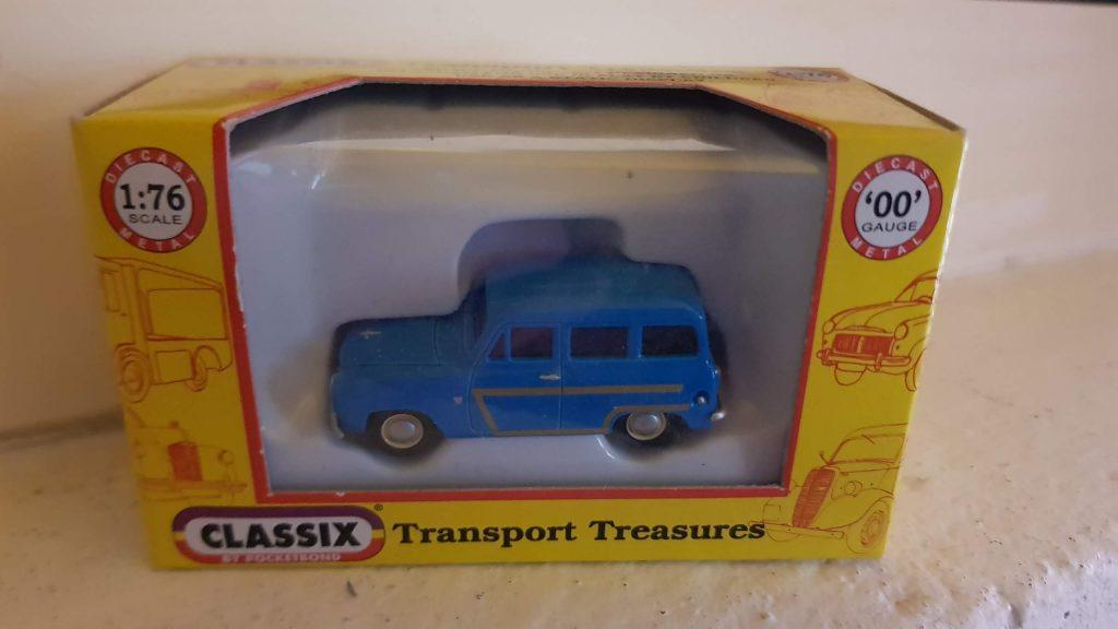 EM76871 - Classix - Ford 100E Squire Estate Blue Wood Trim (1955 -97)