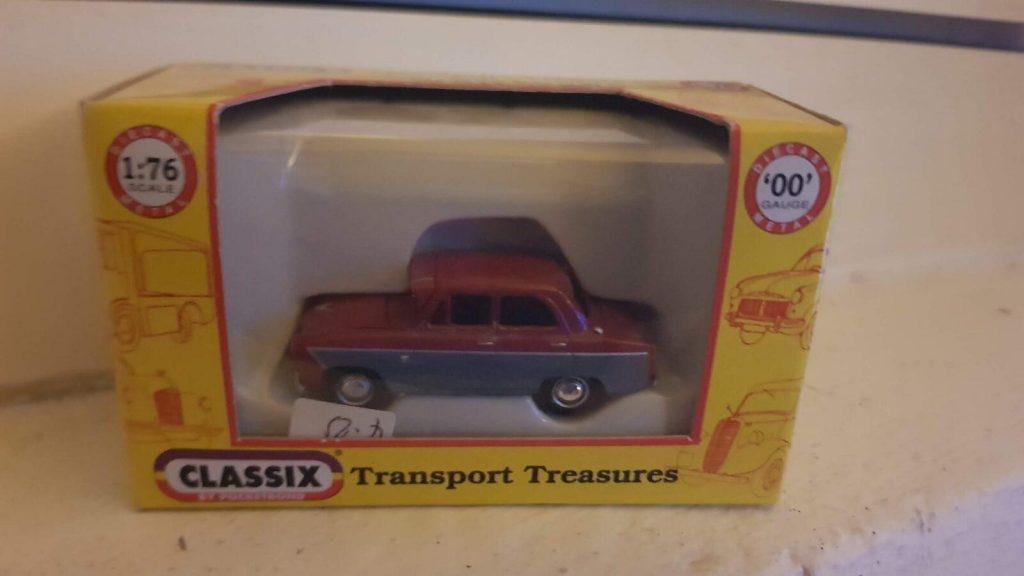 EM76864 - Classix - Ford 107E Prefect 4 Door (1959-61)
