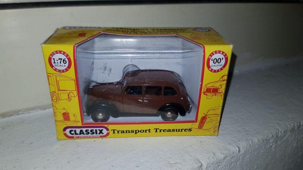 EM76830 - Classix - Austin FL1 - Private Hire Car - Brown