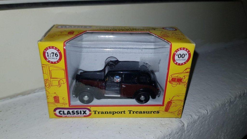 EM76828 - Classix - Austin FX3 London Taxi - 8083 - Black over Burgundy