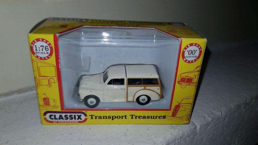 EM76825 - Classix - Morris Minor Traveller - Old English - White