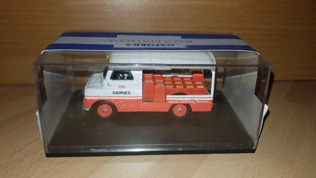 AK003 - Oxford Diecast - Walls Austin K8 - Threeway Van